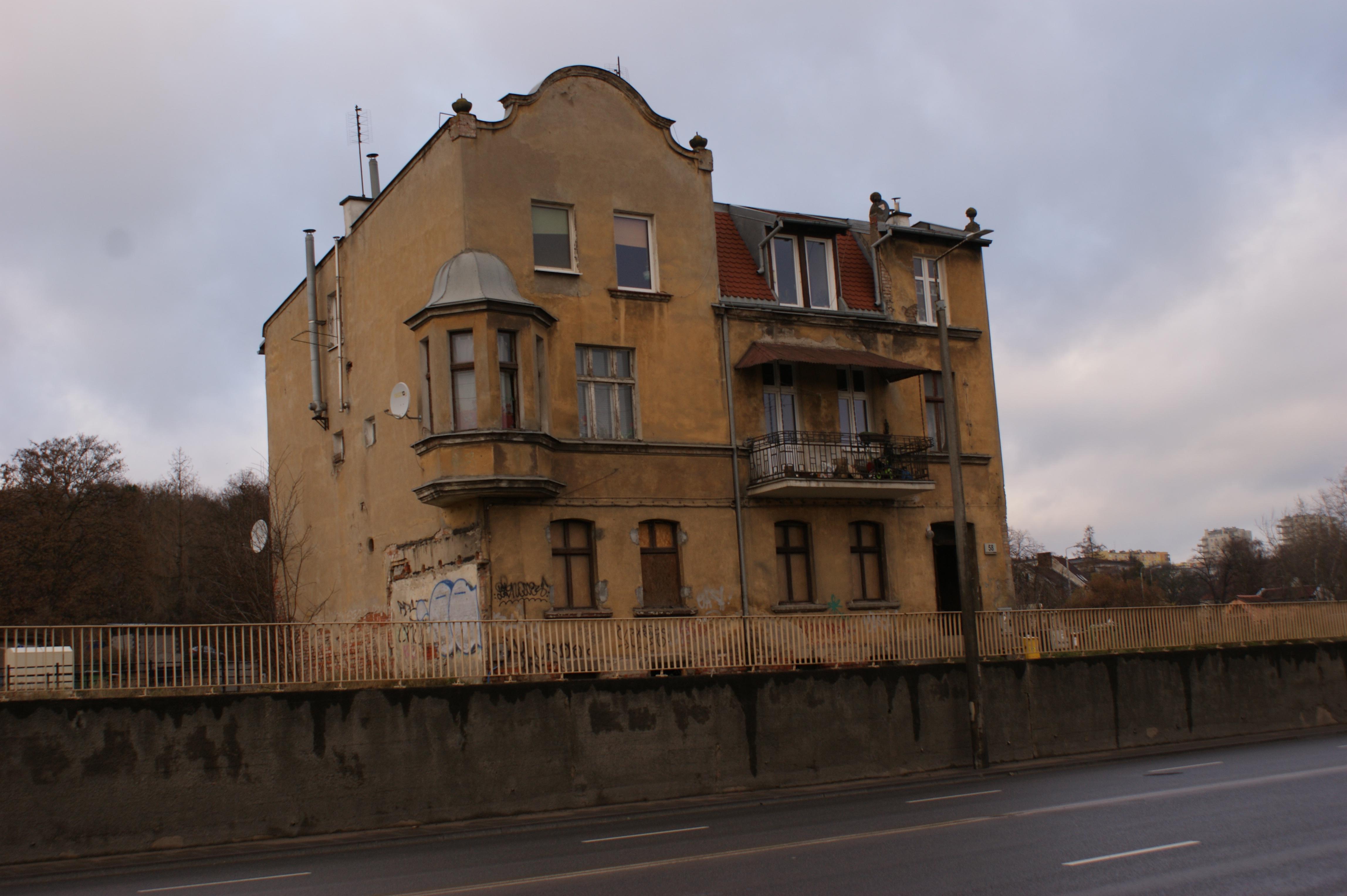 Realizacja remontu budynku przy ulicy Trakt Świętego Wojciecha 58